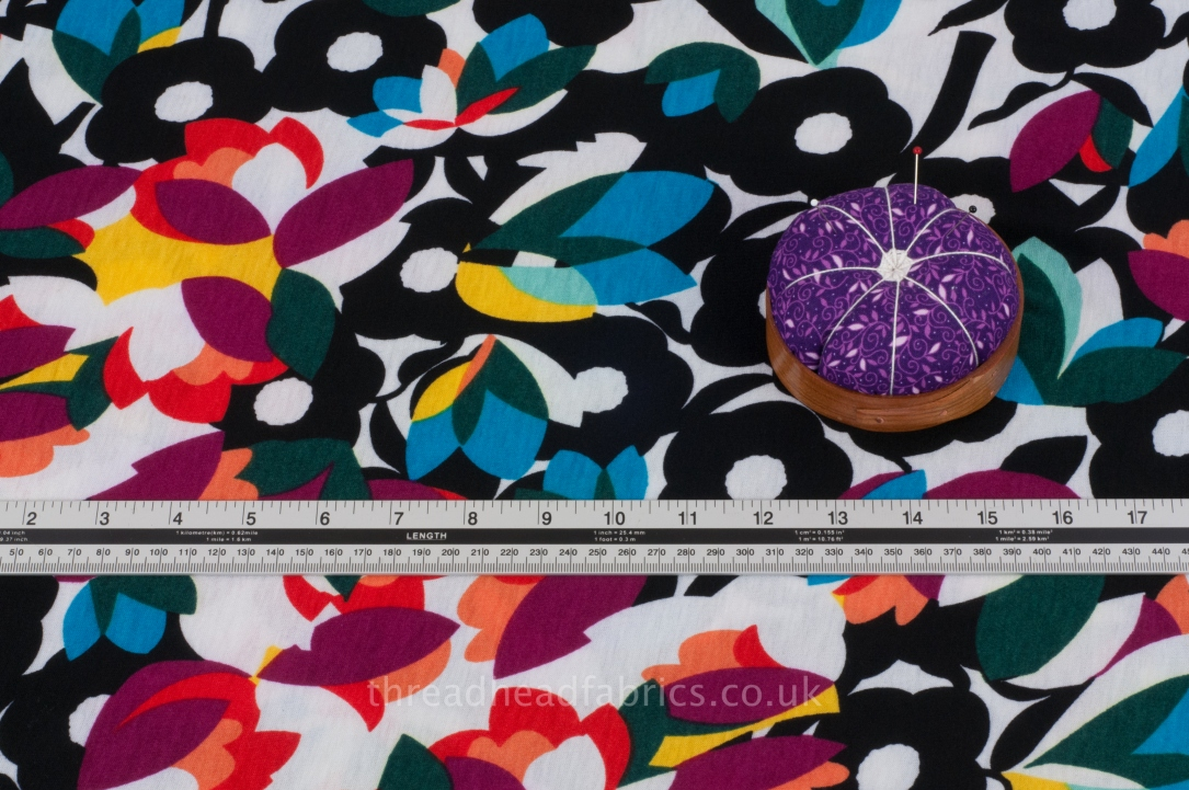White Floral Print Fabric 100/% Cotton Sewing Drape Dress Making Fabric By Metre